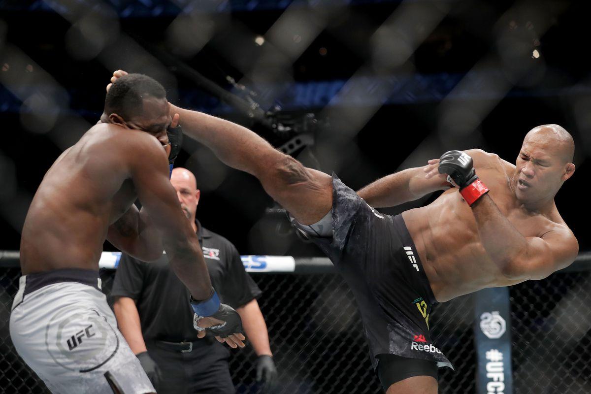 Derek Brunson na UFC 230