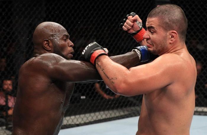 Dos Santos Junior vs. Rozenstruik Jairzinho na UFC