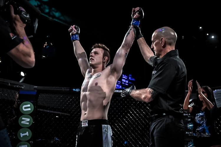 Jimmy Crute válí v UFC