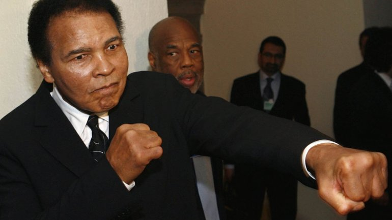 Muhammad Ali Is 'Rooting For Manny Pacquiao' In Floyd Mayweather ...